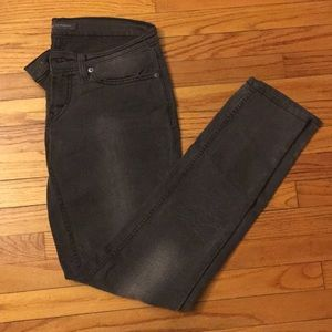 Levi's low waisted jeans